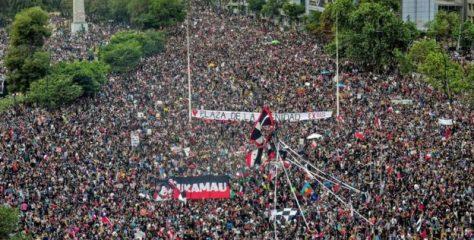 Columna de Humberto Borges / La caída del muro de Berlín y la caída del muro de la desigualdad en Chile